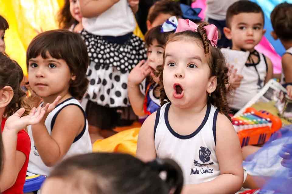 diocesano-infantil-menina-feliz
